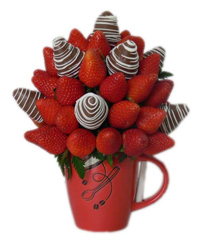 Choco Berry    Rojas y jugosas Fresas en combinación con Fresas cubiertas de chocolate decoradas con chocolate blanco, en una linda y útil  personal jarra, diseños para El o Ella, según existencias.  Un lindo detalle para regalar.    40 piezas comestibles aprox.    Tamaño: Pequeño
