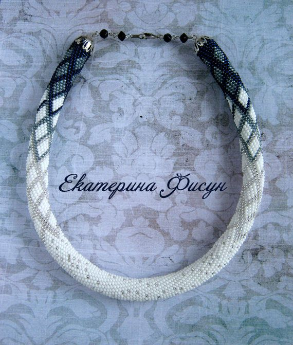 Hoi! Ik heb een geweldige listing gevonden op Etsy https://www.etsy.com/nl/listing/216212294/seed-bead-crochet-rope-necklace-beaded