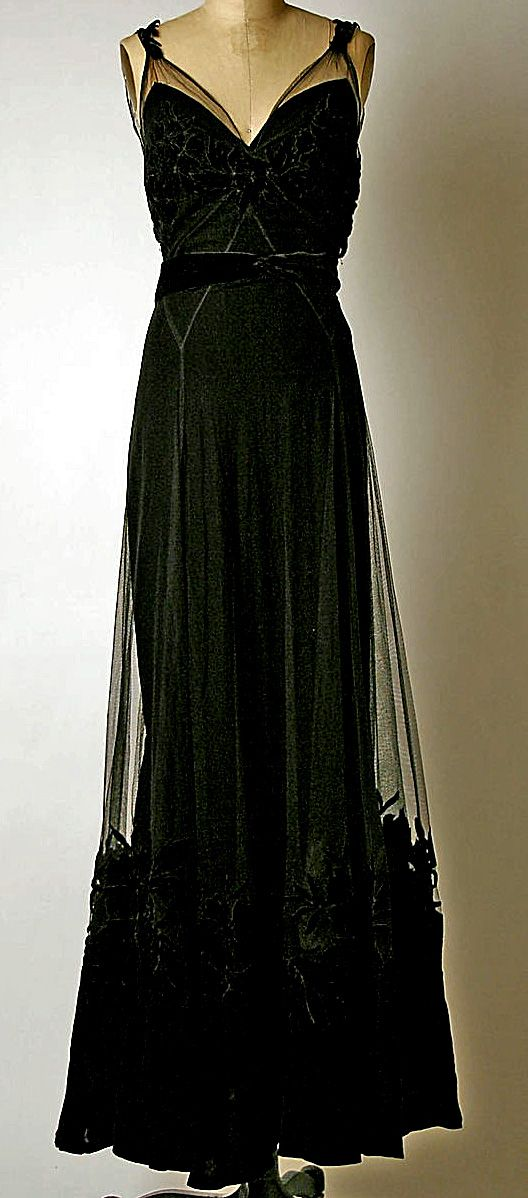 Dior silk evening dress 1947 TOP EVENING DRESSES: http://999dresses.blogspot.com/