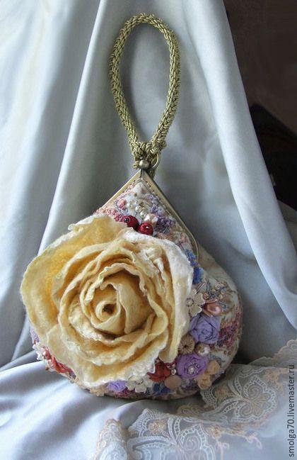 Купить или заказать ридикюль  'Шармель' в интернет-магазине на Ярмарке Мастеров. Необычайная, тонкая и изысканная вещица словно из эпохи Людовика XIV. Вышивка, очень много вышивки, жемчуг, бисер, кружево, бусины ручной работы, шелк, шифон, золотой шнур....