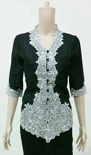 Kebaya Modern Full Furing Bahan Tafeta  Furing Katun Size M L XL XXL Harga 175k Ready Warna Hitam dan Putih #kebayamodern #kebaya #fashion #batikindonesian #batikbagoes #women #girls