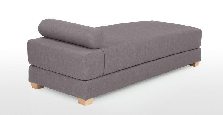 De Romy is een compacte en veelzijdige loungebank, met pure lijnen en in een mooie grijze stof voor een frisse, moderne uitstraling.