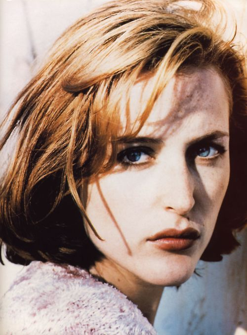 Xai'nyy Gillian Anderson TV Actress (X-Files). Film Actress (Playing By Heart, X-Files). Emmy Winner/Best Dramatic Actress (1997).