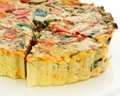Flans de légumes : 650 g de légumes (2 tomates et 2 courgettes) 1 oignon 1 bouquet de persil 20 cl de crème fraîche 35 g de maïzena 4 oeufs entiers 70 g de gruyère râpé muscade sel, poivre: