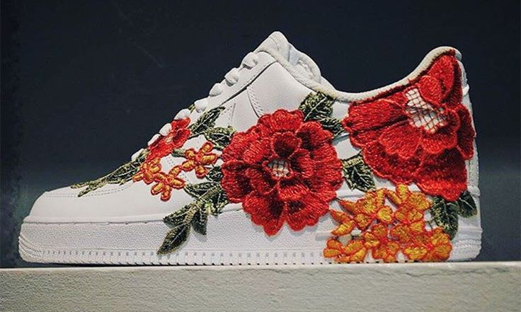 Custom sneakers have come a long way in recent years. When we started writing about sneaker customization meant painting on the uppers of sneakers. Today it is really more about reconstruction and imagining something completely new by mixing and matching uppers of one sneaker with the sole of another and much more. Flowerbomb embroided AF-1 …
