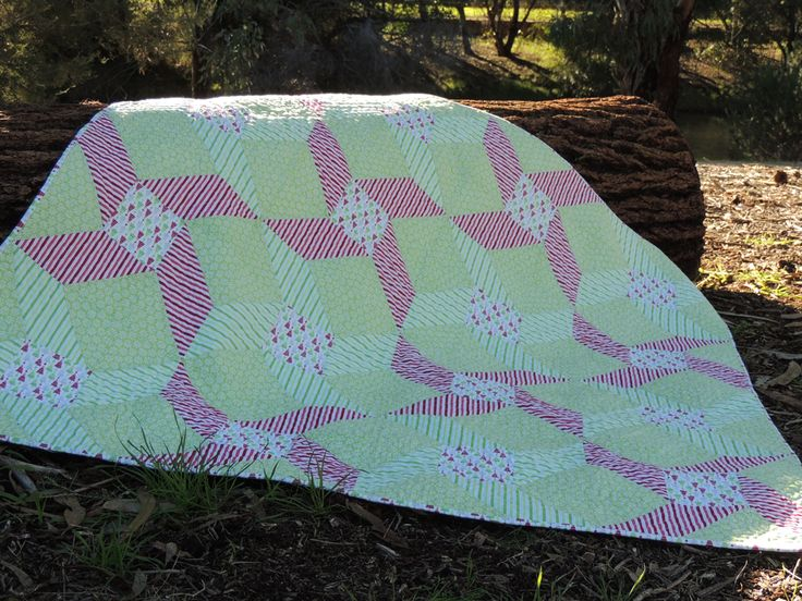 Connector Corners and a Free Quilt Pattern Peppermint Twirl!