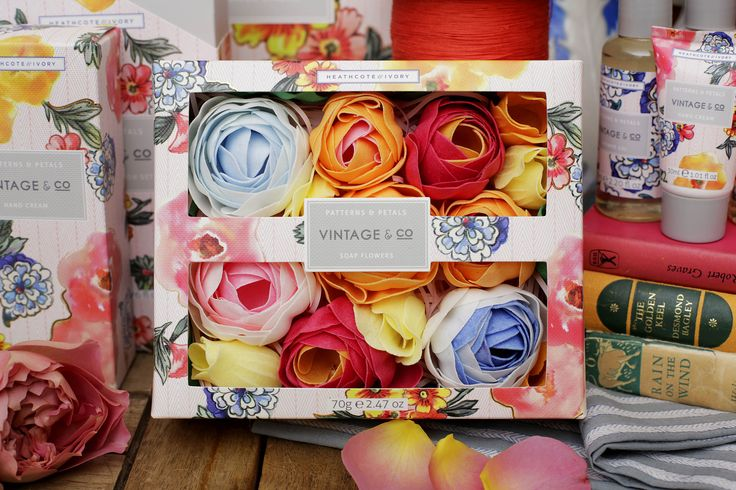 VINTAGE & CO PATTERNS AND PETALS  Fragrance Notes: Bergamot, Pink Pepper, Narcissus, Rose, Vanilla, Cedarwood and Vetiver  Artistically crafted bathing flowers add touches of colour, fragrance and design to the bathroom. Bathe amidst a bouquet of fragrant soap petals and enjoy delicately scented relaxing downtime.