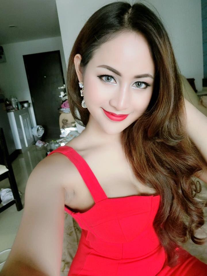 Thai ladyboy kissing-4570