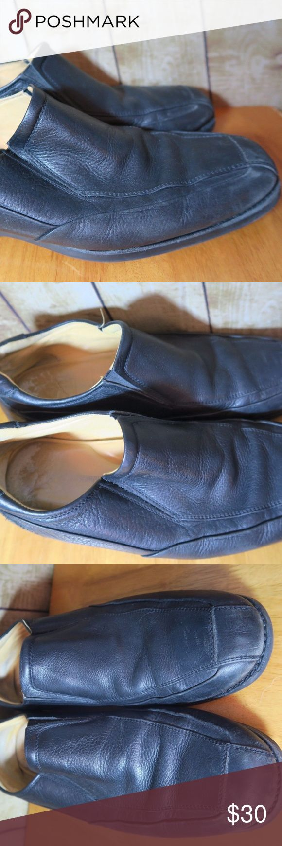 Black Leather Slip On Johnston Murphy Size 11 Men's Shoes Size 11 M Black Leather Slip On Loafer Johnston & Murphy Good exterior condition with light signs of normal wear. Some scratches and wear marks in the inside heel area (see photos). Fading of the Johnston Murphy name in the inside underneath foot area as well. Johnston & Murphy Shoes Loafers & Slip-Ons