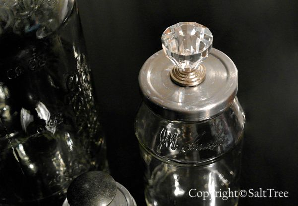 Reusing Condiment Jars... and making them pretty of course!: Reusing Condiment, Drawers Pull, Doors Knobs, Fun Stuff, Candles Jars, Condiment Jars, Mason Jars, Cloches Domes Jars, Jars Projects