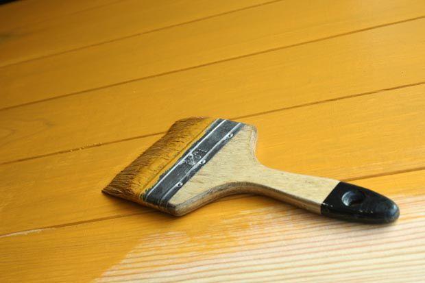 Recette de la peinture Suédoise, idéale pour protéger les bois extérieurs : ingrédients, mise en œuvre, pose. Cette peinture scandinave protège les bois durablement.