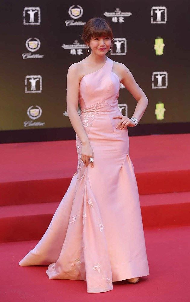 Taiwanese actress Michelle Chen poses on the red carpet for the opening ceremony of the 17th Shanghai International Film Festival in Shanghai, China, June 14, 2014