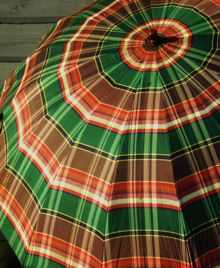 Vintage Tartan Umbrella! Would definitely go on rainy walks to use this! ;)