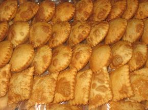 La Chilenita: Empanadas fritas de mariscos.