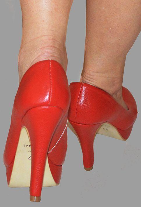 Sapato em couro vermelho um luxo.