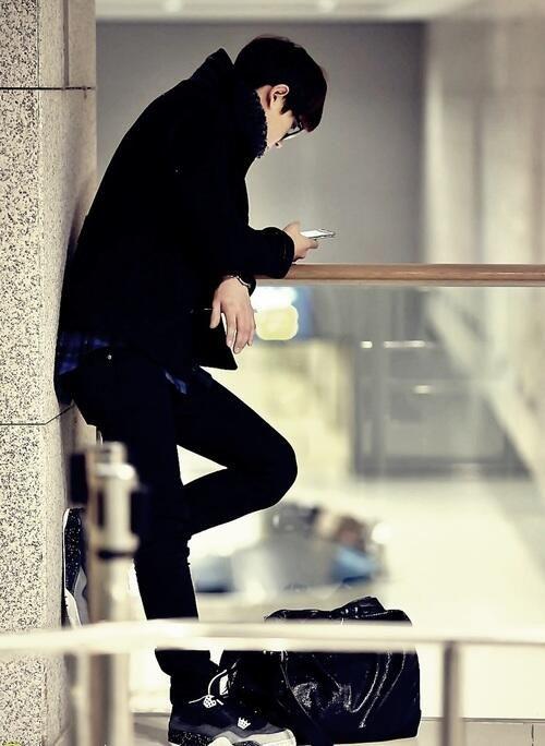 Chanyeol texting his wife Baek kekeke