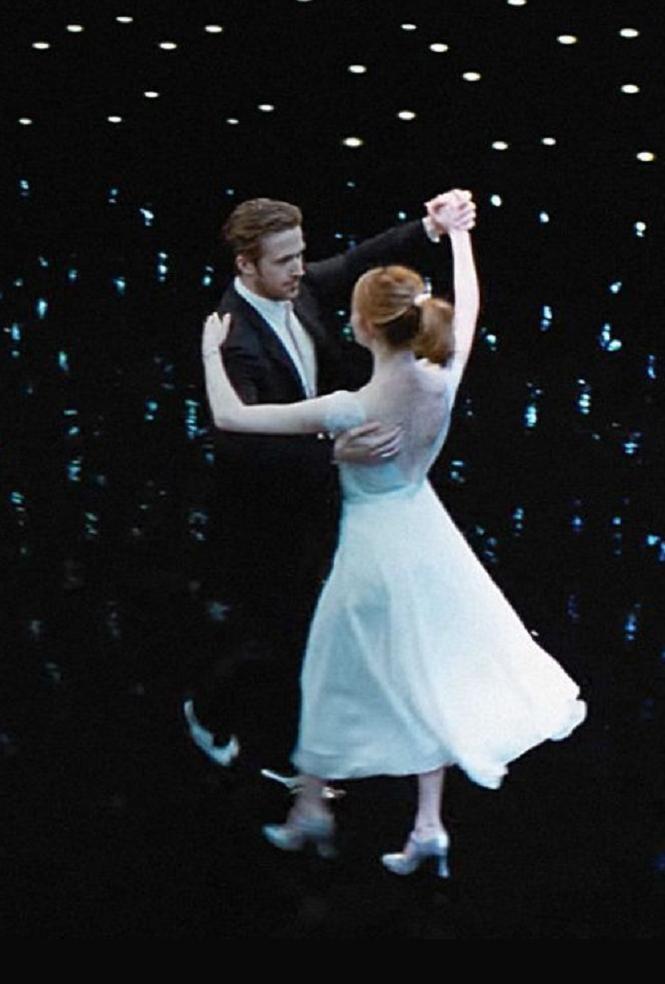 La La Land, starring Ryan Gosling and Emma Stone, made its world premiere at the Venice Film Festival, where critics fell head-over-heels for the film. READ: http://mashable.com/2016/08/31/la-la-land-review-roundup-critics-love-ryan-gosling-emma-stone/#WhpvexxrTGqw