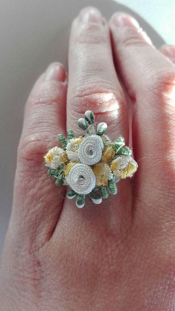 Guarda questo articolo nel mio negozio Etsy https://www.etsy.com/it/listing/492652254/anello-regolabile-con-ricamo-di-fiori