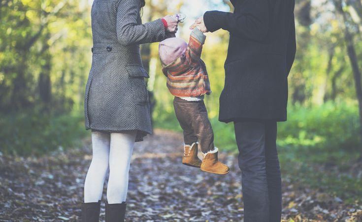 Вопрос 2. Прогуливалась бы в парке со своей семьей. У нас пока нет детей, но дети в моей фантазии точно есть. И время года - осень.