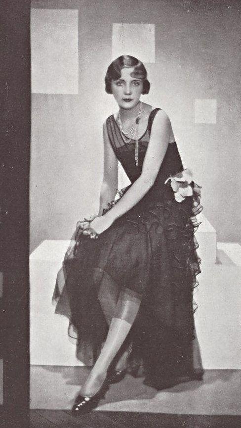 Robe du soir par Lucile Paray, 1929                                                                                                                                                                                 Plus
