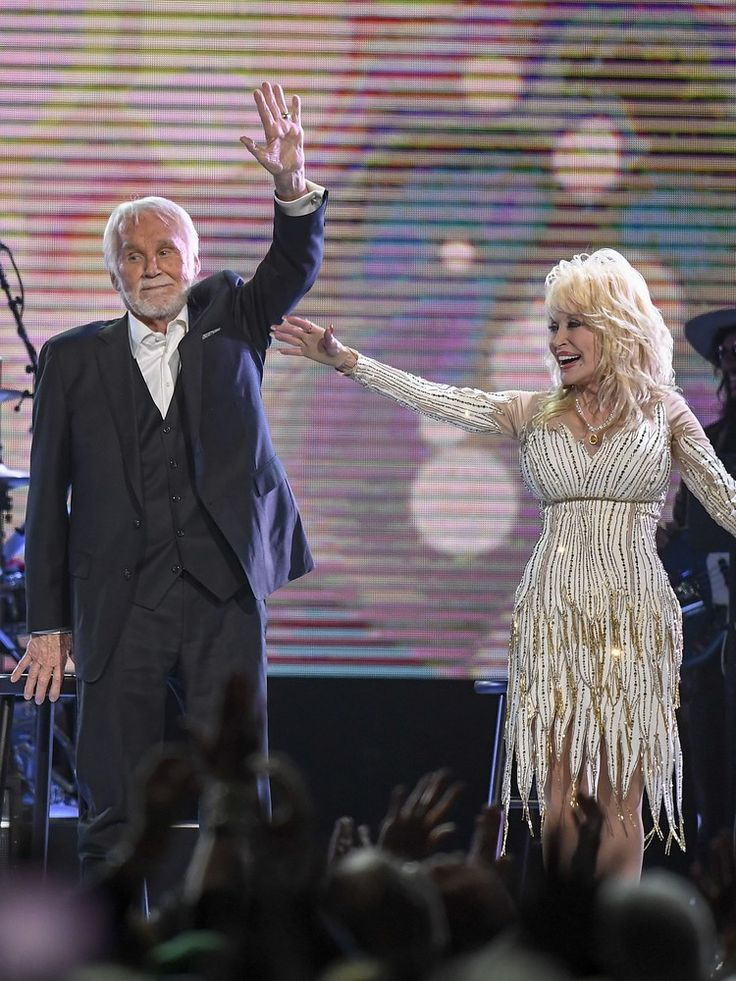 Kenny Rogers, Dolly Parton drop the mic on his final performance