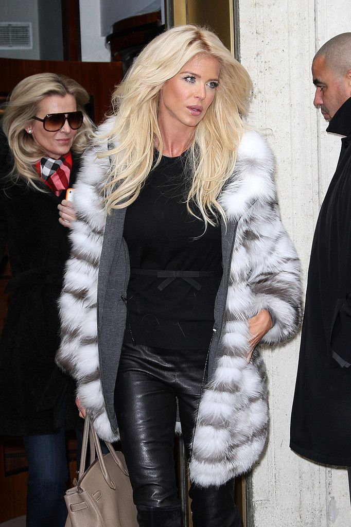 Victoria Silvstedt Photos - Victoria Silvstedt in Fur and Leather - Zimbio
