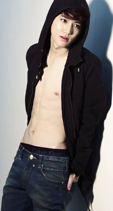 He is sexy! But am I the only one who thinks his belly button is weird? Why am I even asking this?