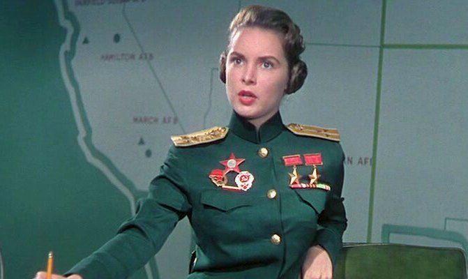 """Это фото вата второй день разгоняет по инету с подписью """"Старший лейтенант Советской Армии Ольга Орлиф - бабушка югославки Мелании Трамп"""".        Дескать """"ТрампНаш"""", ну вы поняли.  На самом деле на фото американская актриса Джанет Ли, в 1957 году сыгравшая советскую лётчицу в фильме """"Jet P"""