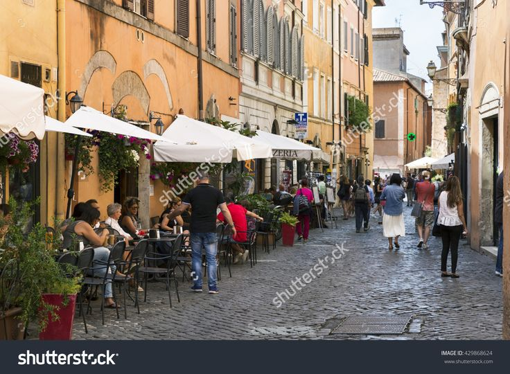 Rome, Italy - May 27, 2016: Tourists And Restaurants On A Street In The City Center. Stock Foto 429868624 : Shutterstock