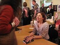 auteur Jacqueline Zirkzee signeert Het Heksenhuis