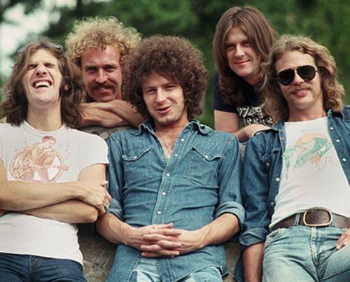 Eagles — американская рок-группа, исполняющая мелодичный гитарный кантри-рок и софт-рок. В течение десяти лет своего существования пять раз возглавляла американские поп-чарты синглов и четырежды — хит-парад альбомов. Начало карьеры: 1971 г., Лос-Анджелес, Калифорния, Соединённые Штаты Америки Участники: Джо Уолш, Дон Хенли, Гленн Фрей, Дон Фелдер, Рэнди Мейзнер, Берни Лидон