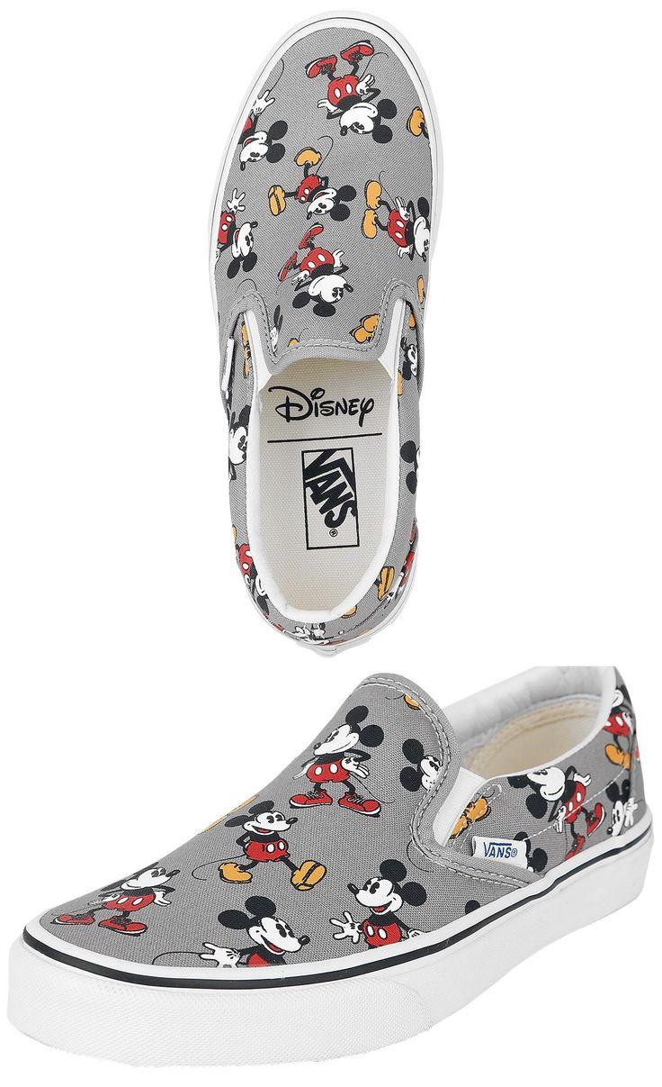 Il 16 marzo 1966 i fratelli Paul e Jim Van Doren, insieme ai soci Gordon Lee e Serge Delia, fondano la Van Doren Rubber Company ad Anaheim, in California. Nello stesso anno vengono realizzate le scarpe da barca Vans, quelle che oggi conosciamo come Authentic.
