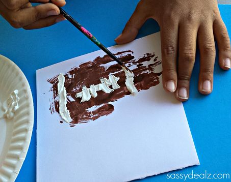 Here's a list of fun football crafts for kids to make at home! These are great art projects for the super bowl or just the football season.