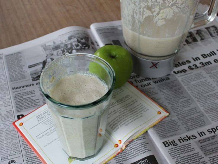 Breakfast Apple Shake with Granny Smith Apple & extra cinnamon
