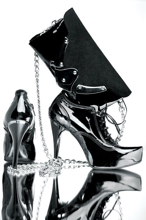 Günün önerisi : Akşam için ideal, rugan topuklu #ayakkabı ve zincirli #çanta kombini.  #AdımAdım #Stil #Kombin www.adimadim.com.tr