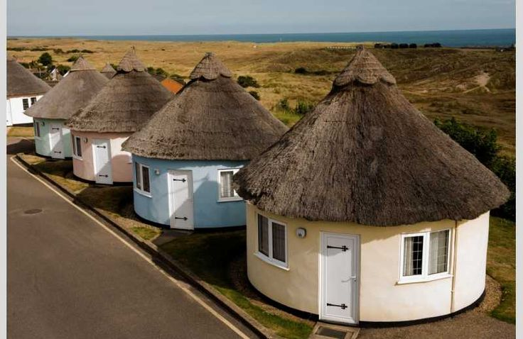 Beautiful Norfolk roundhouses next to a dog-friendly beach with undulating sand dunes. #dogfriendly #beach #Norfolk #sanddunes #seaview