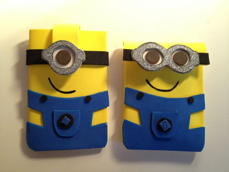 Minion iphone pouches made out of foam sheets. Visit fofuchas.org or my facebook at facebook.com/fofuchashandmadedolls #minions #despicableme # foam crafts