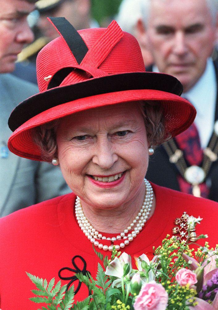352 Best Queen Elizabeth Pink Red Images On Pinterest