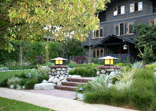 Susan and Derek Pippert live in a classic Greene & Greene home in Pasadena that has always attracted plenty of admirers. But the old frontyard? Not so much. Only after the couple replaced that...