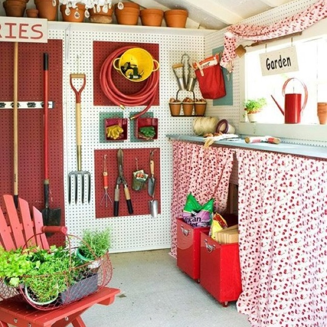 Home Design Ideas Decorating Gardening: The Walls Are Lined With