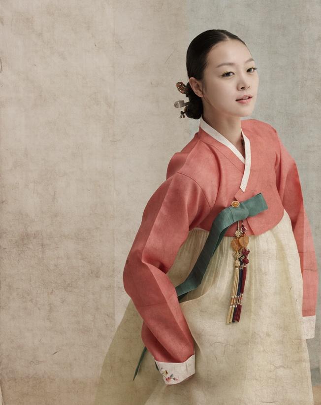 hanbok design by Kim Sook-Jin (김숙진 우리옷)