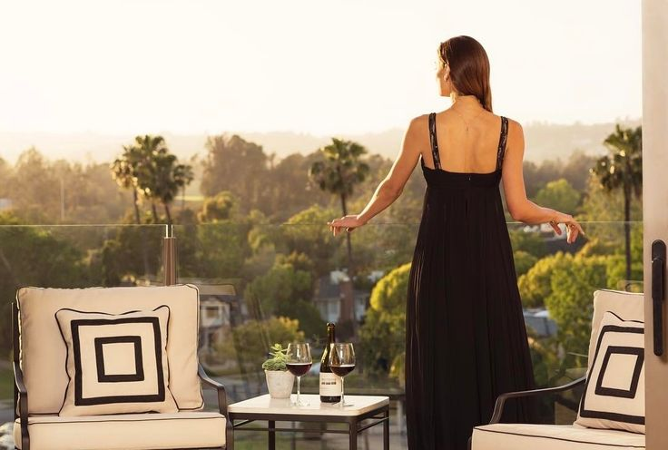 An unforgettable woman deserves an unforgettable stay - the Premiere Access Experience at the Waldorf Astoria  Follow: @redvelvetrope -  @waldorfbevhills - Are you ready to go? - Tag #redvelvetrope to be featured -  #besthotel  #travelgoals