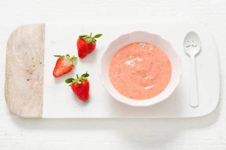 Opperdepop: aardbeien-perzikpuree met yoghurt 7-9 mnd
