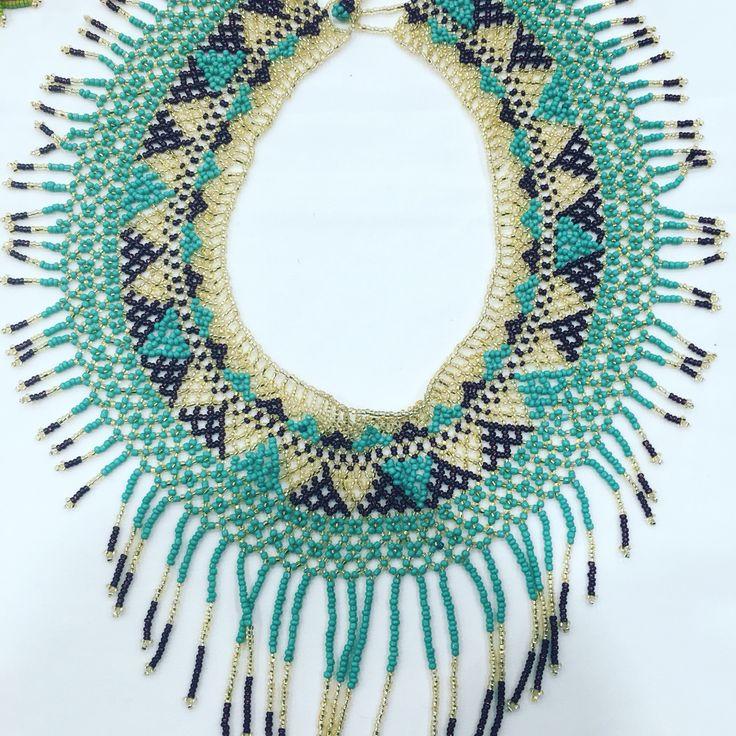 Collares elaborados x gente de Chiapas