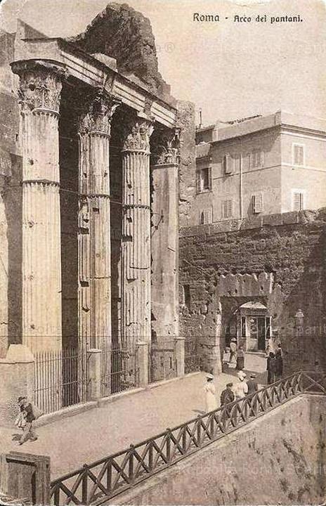Foro di Augusto - Arco dei Pantani e via Bonella dopo lo scavo dell'emiciclo sud del Foro di Augusto