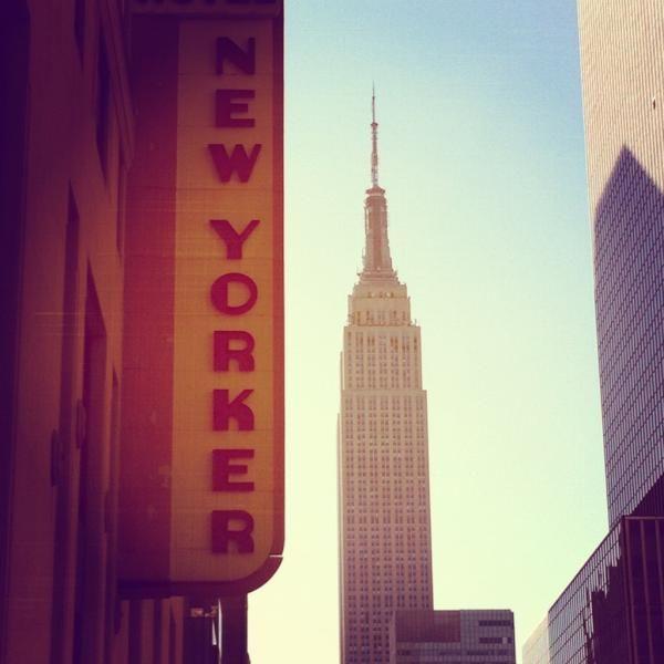 Gracias a @indiral por esta PRECIOSA foto del Empire State con anuncio de the New Yorker!!