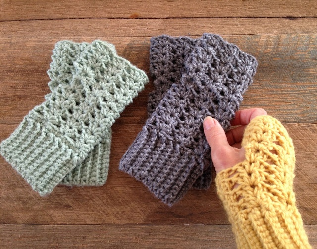 Little Golden Nook: Autumn crocheting :: Fingerless gloves