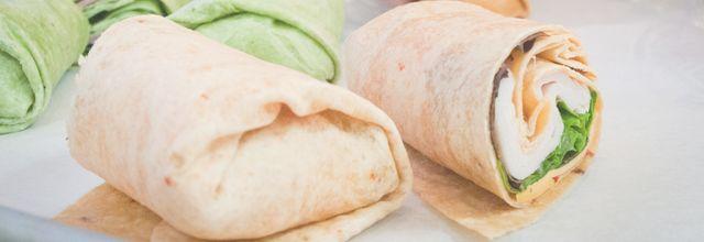 tortilla wrap pomysły przepisy sposoby na zdrowe drugie śniadanie lunch do pracy szkoły dietetyczne niskokaloryczne zdrowe smaczne kanapki