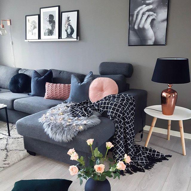 Har enda litt jul her hjemme..så blir et arkivbilde i dagStraks kalkunmiddag herOg ute er det helt hvitt❄❄Have a nice evening#livingroom #stue #vardagsrum#roses#cooedesign #ballvase#green#blue#winter#picturewall #cushions #interior4you1 #interiorandhome #passion4interior #interior125 #interiorstyled#interior9508#dream_interiors #hem_inspiration #interiorwarrior #finahem #cozyhome #classyhomes #unikehjem #ourluxeryhome #interior4inspo