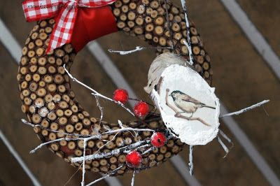 wianek z uciętych patyczków brzozowych udekorowany gałązkami i talarkiem brzozowym z ptaszkiem / wianek eko / wianek naturalny i minimalistyczny / natural and minimal wreath